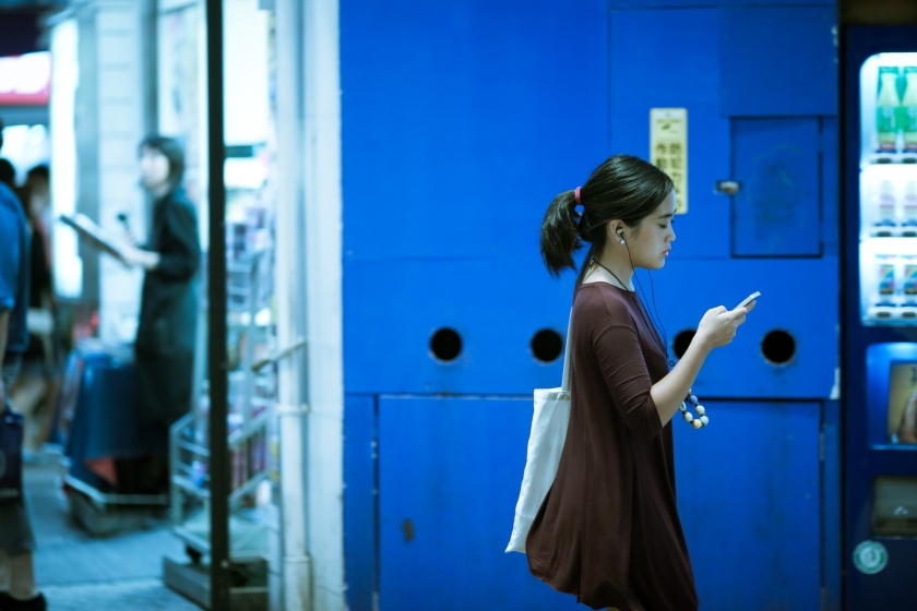 A young japanese checking her phone. Shibuya, Tokyo. Canon 5D Mark III, 135mm f/2.